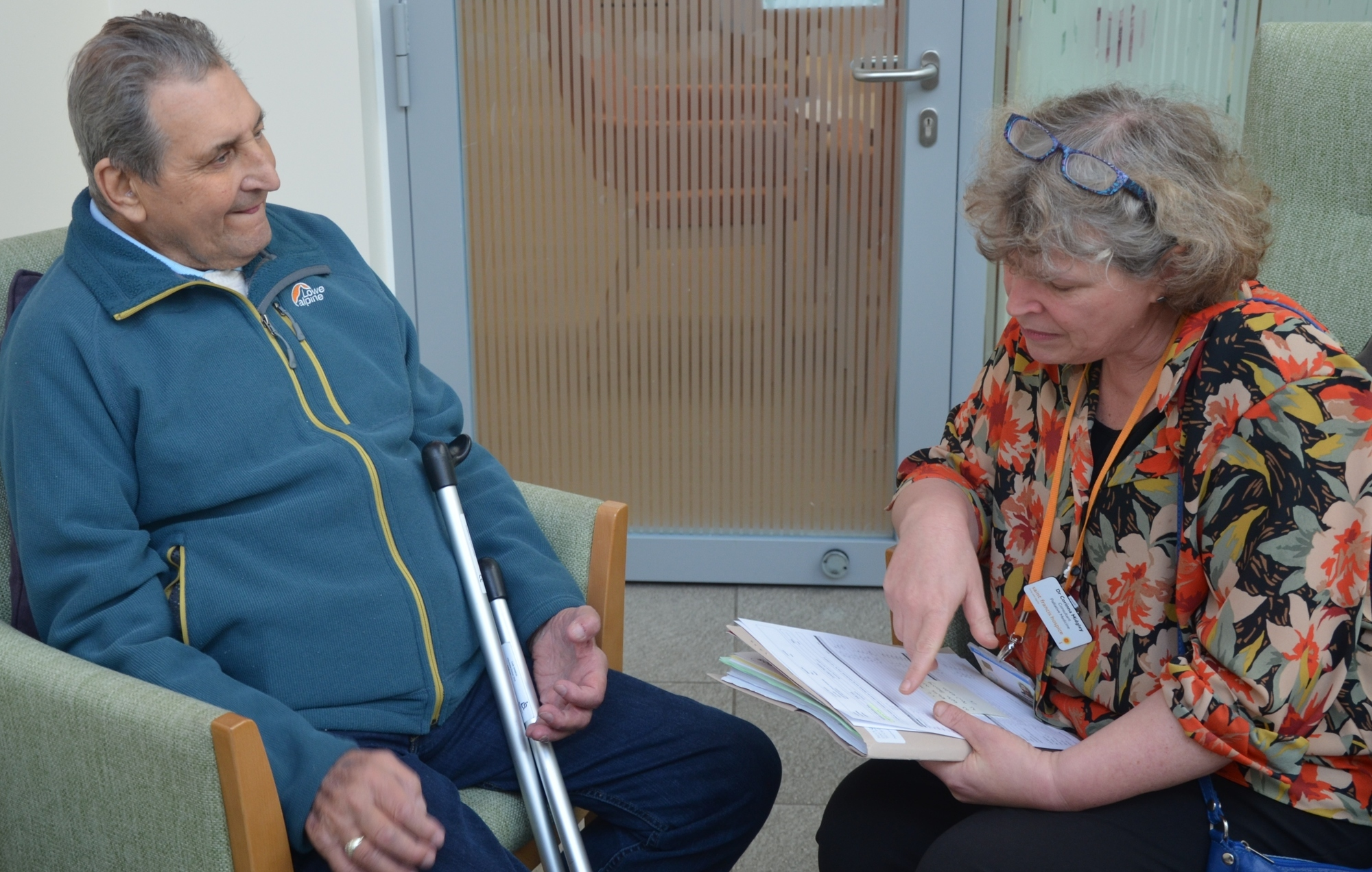 Corinna speaking to a patient at heart failure clinic