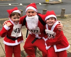 Grant at Santathon with his sons Henry and William (cropped)